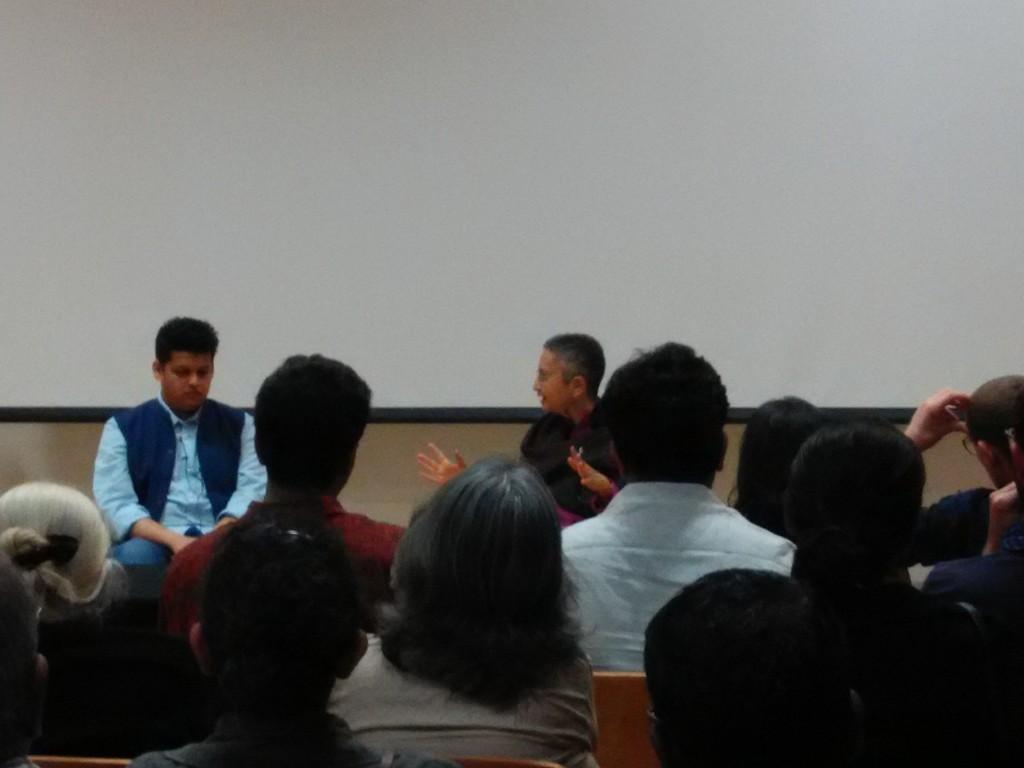 suasana diskusi filem Court